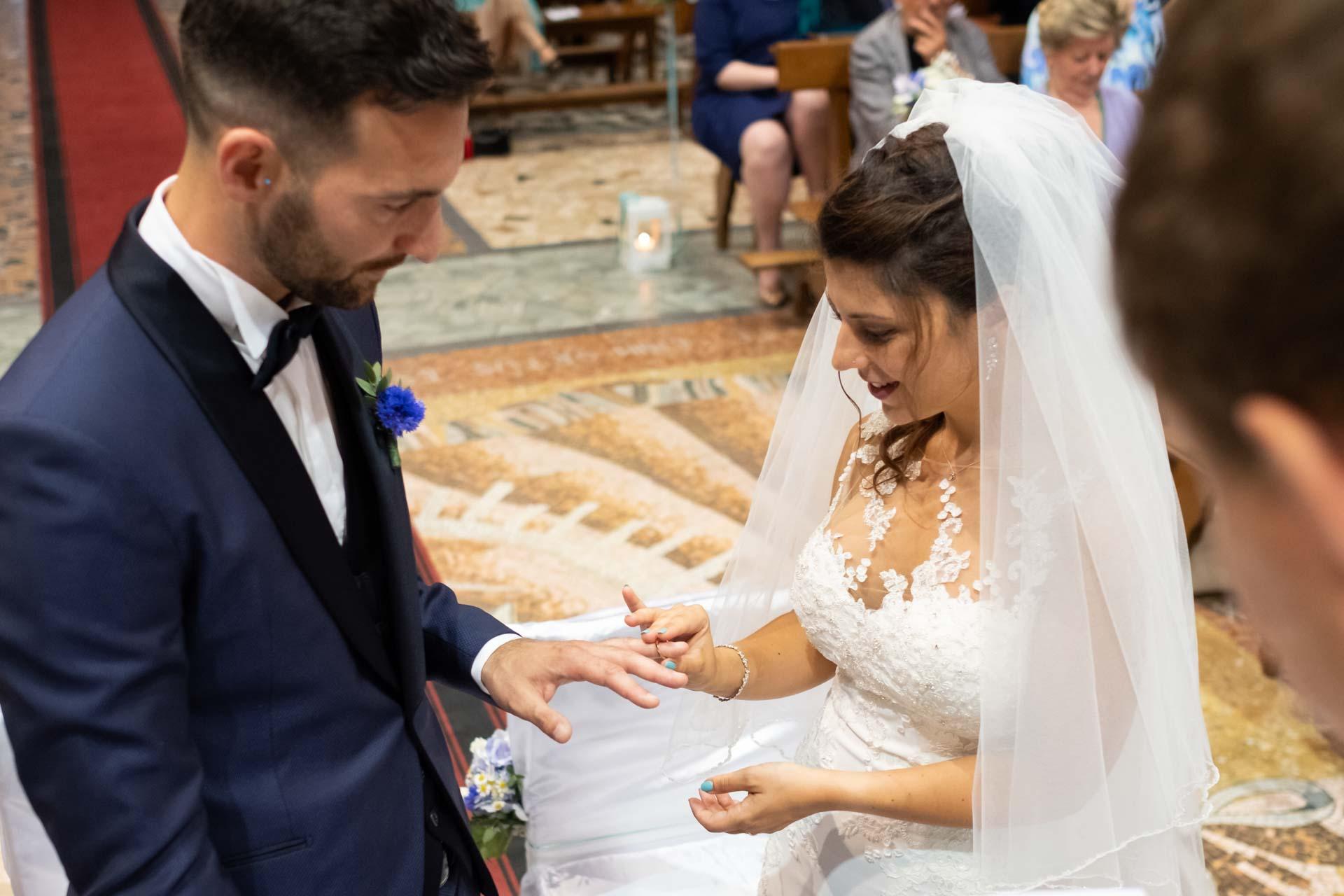 sposi matrimonio scambio fedi