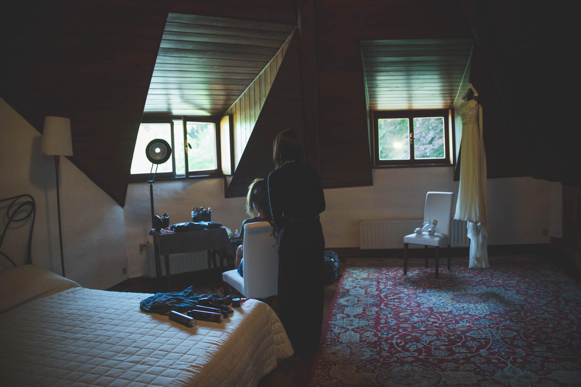 sposa stanza acconciatura