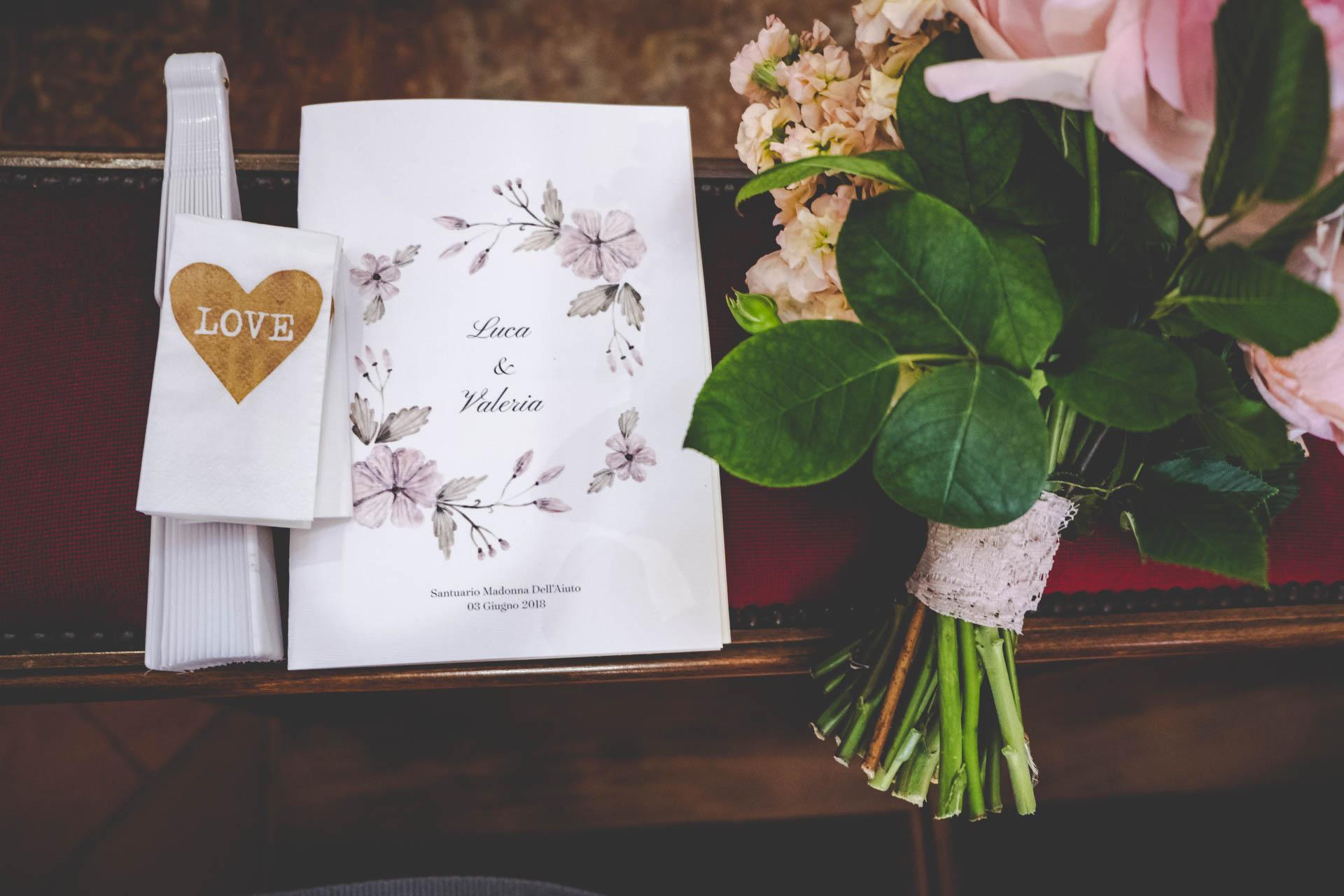 particolare libretto liturgico bouquet