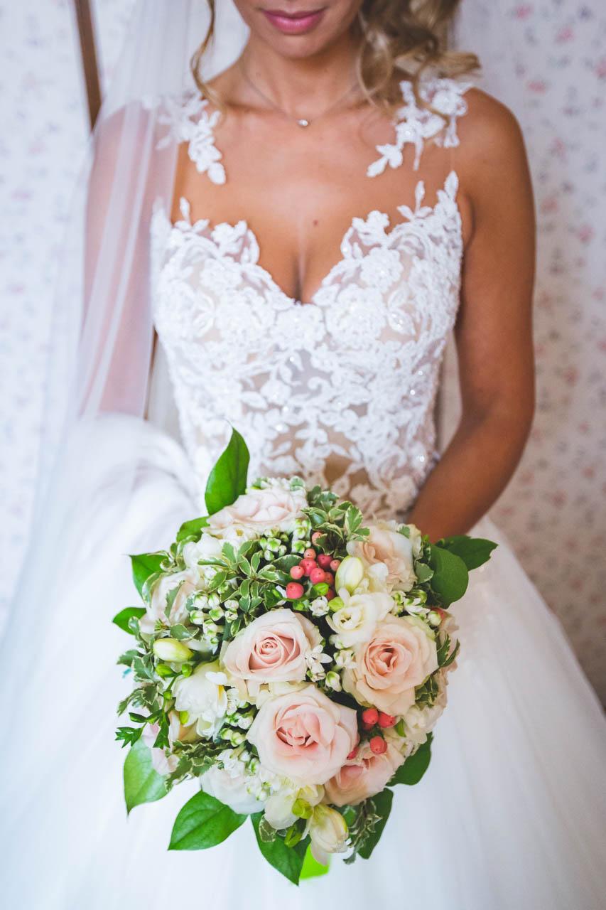 sposa abito bouquet