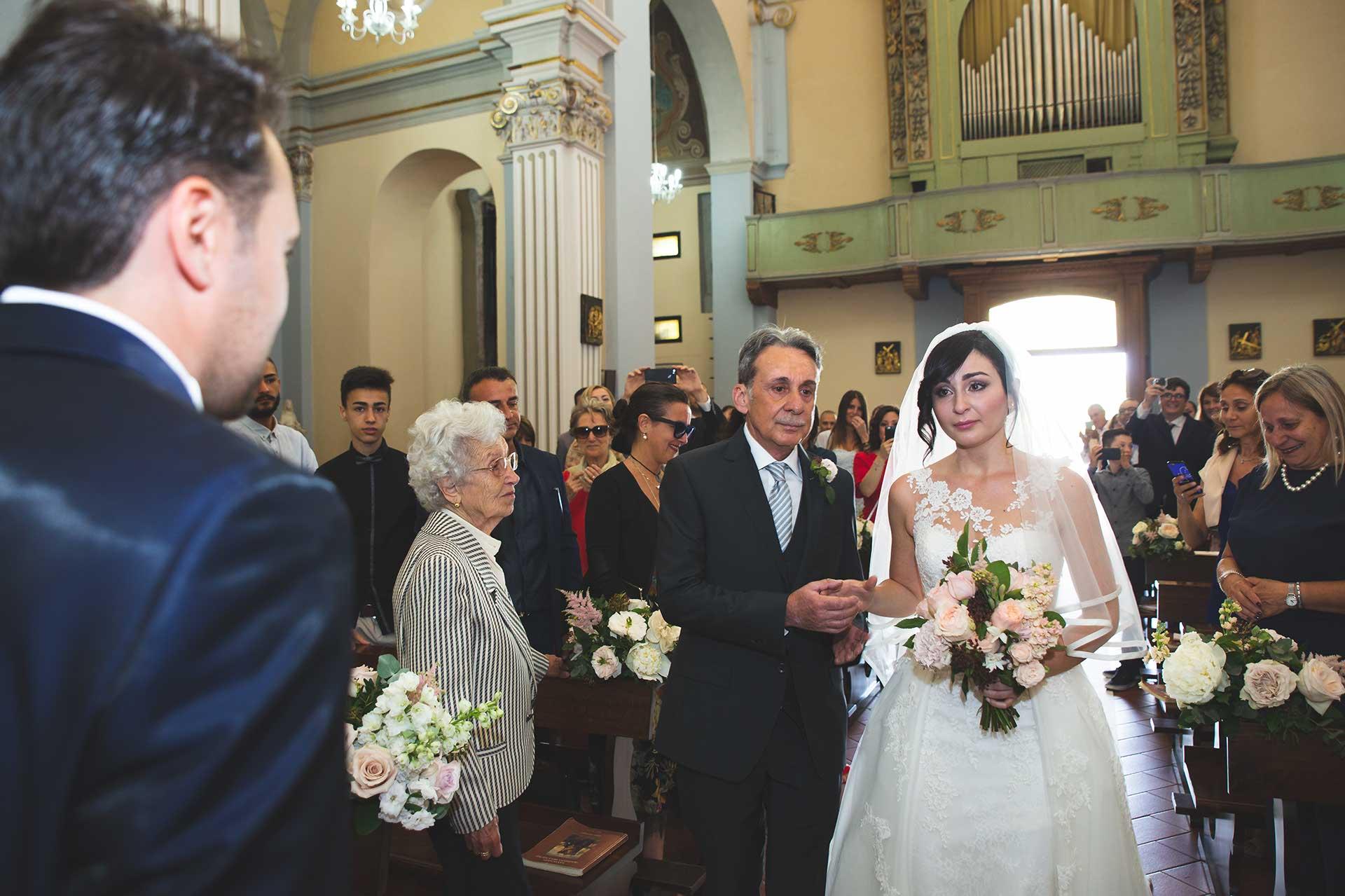 sposa papà celebrazione invitati