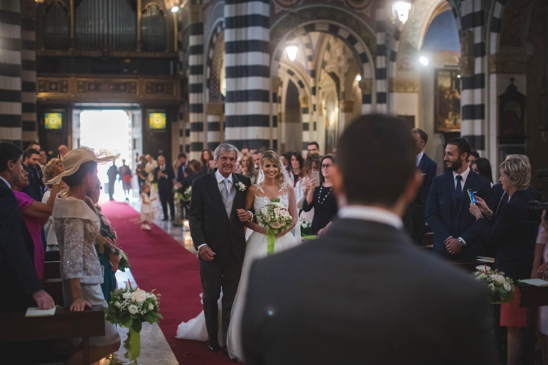 chiesa sposa entrata papà cerimonia invitati