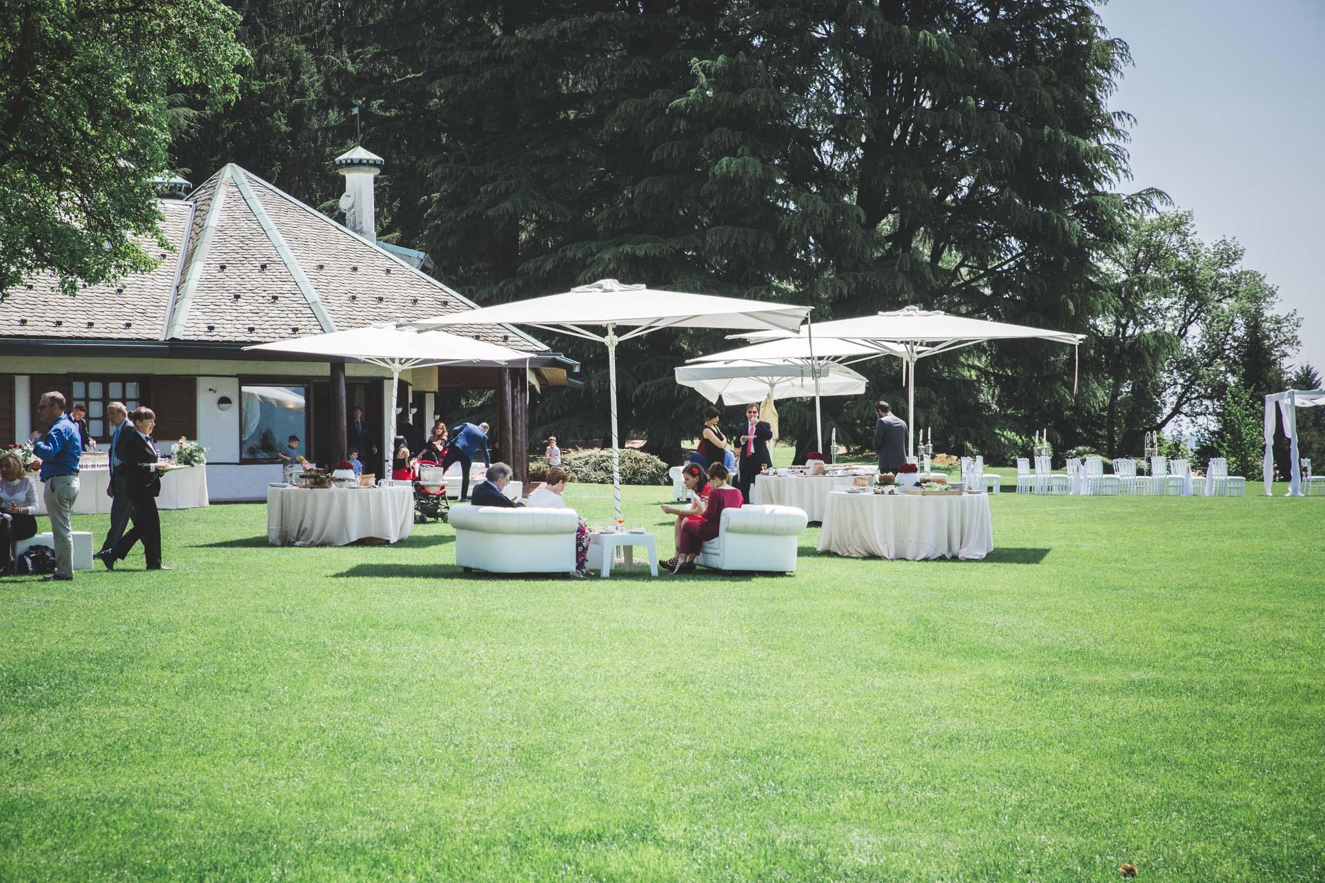 Villa Respuli cortile ricevimento matrimonio invitati
