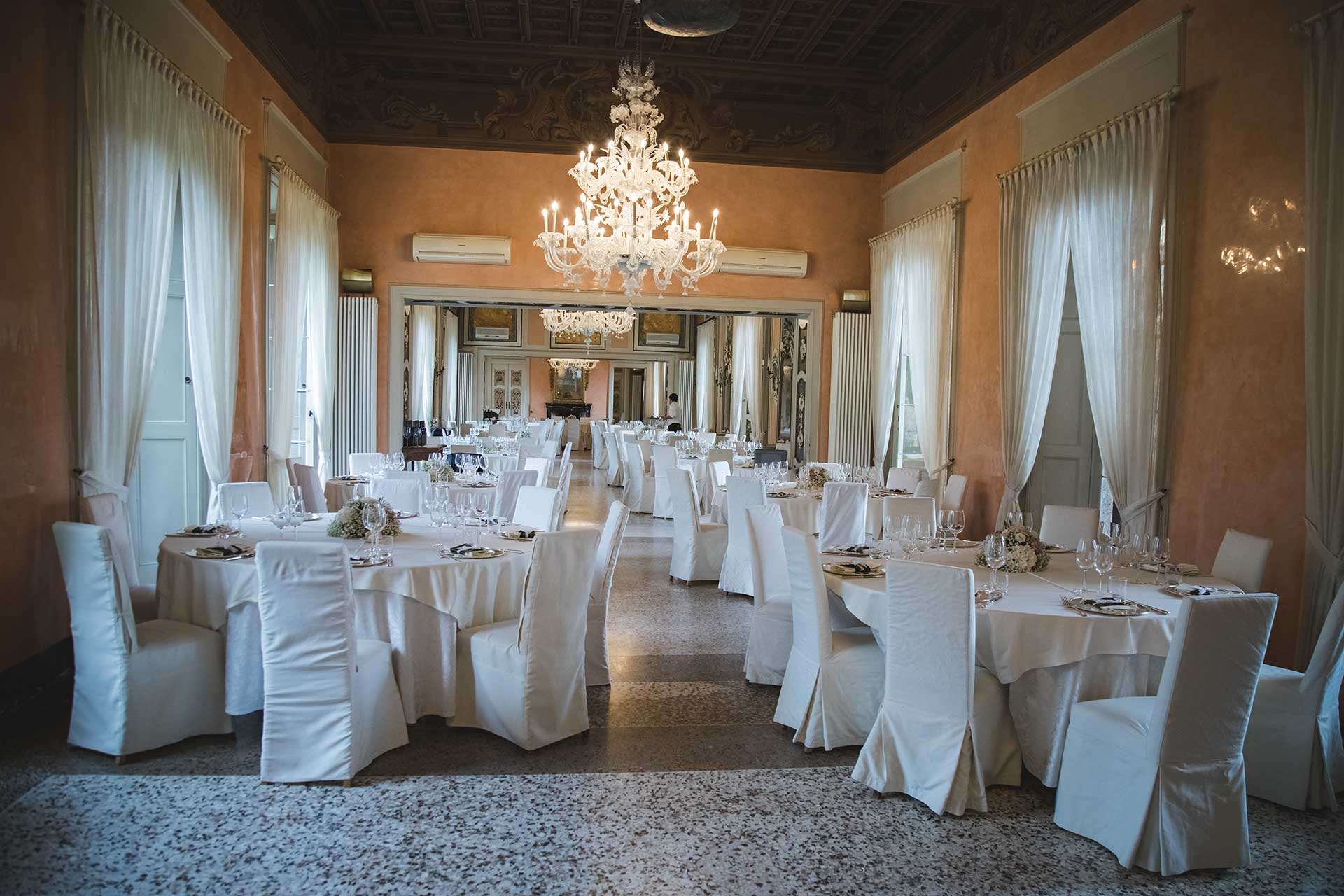 Villa Orsini Colonna interno salone ricevimento matrimonio tavoli