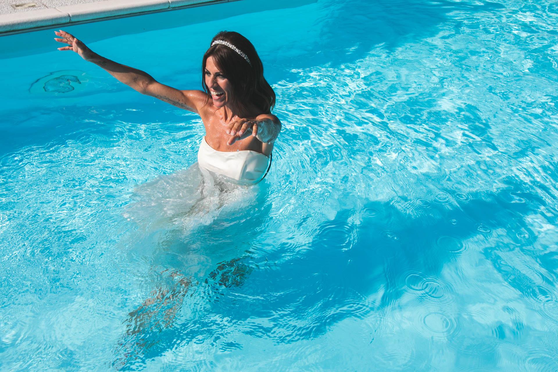 sposa piscina