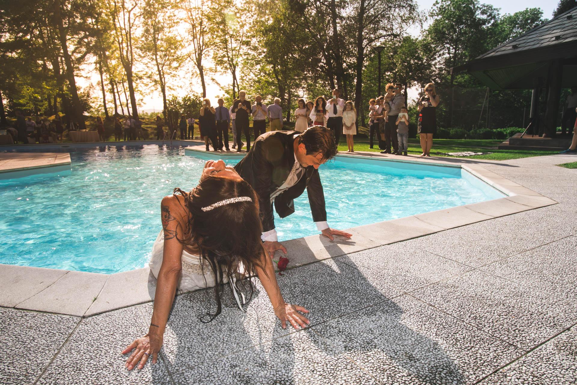 sposi piscina