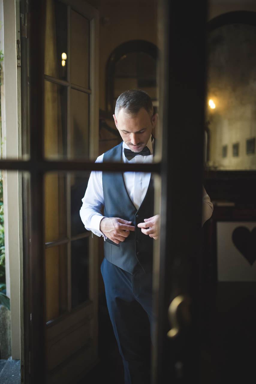 sposo abito finestra
