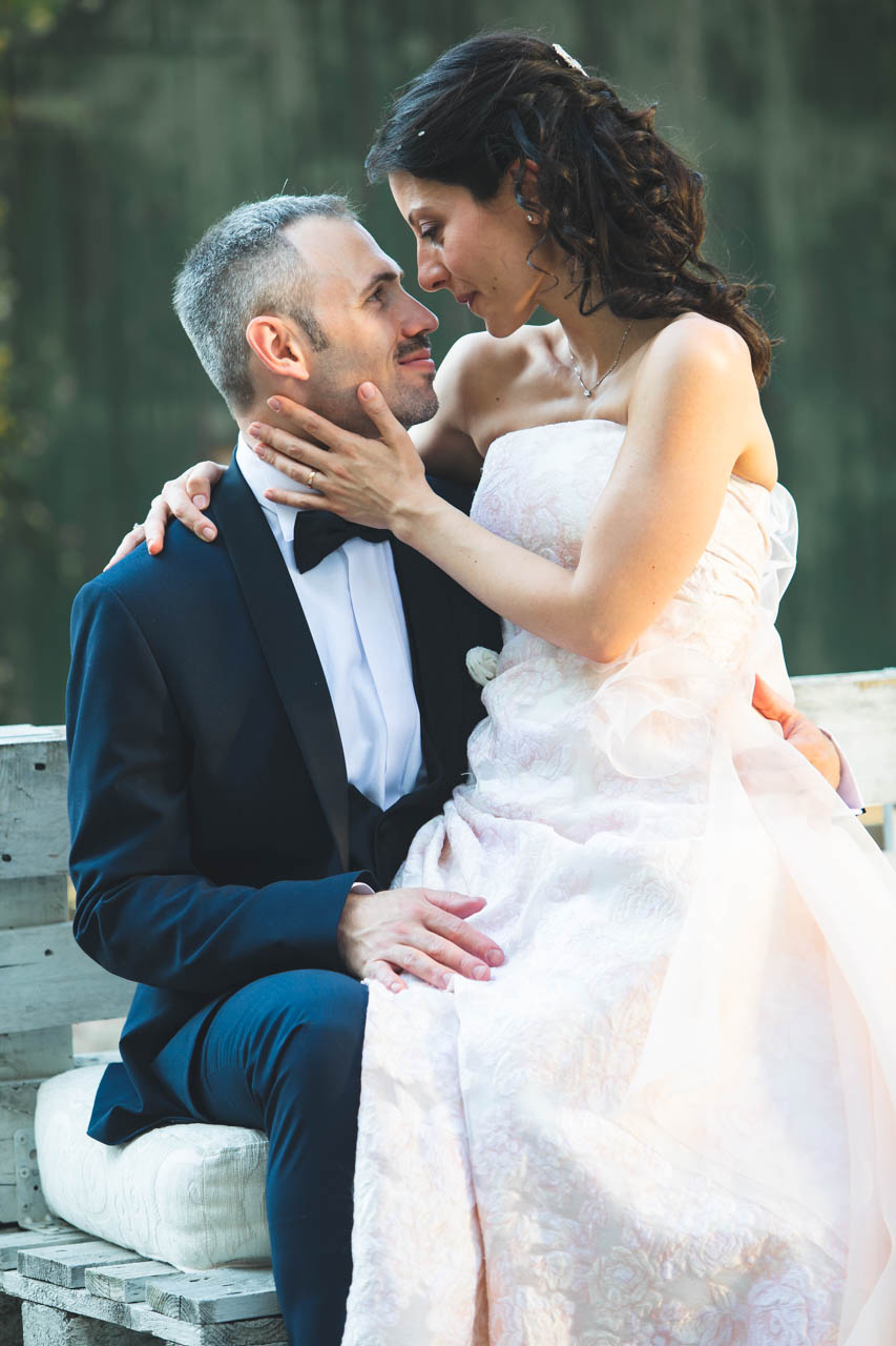 sposi bacio esterno