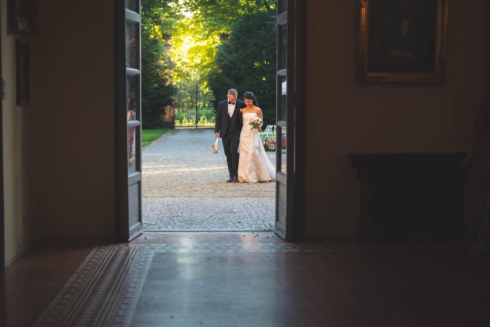 sposi ingresso Villa Negri